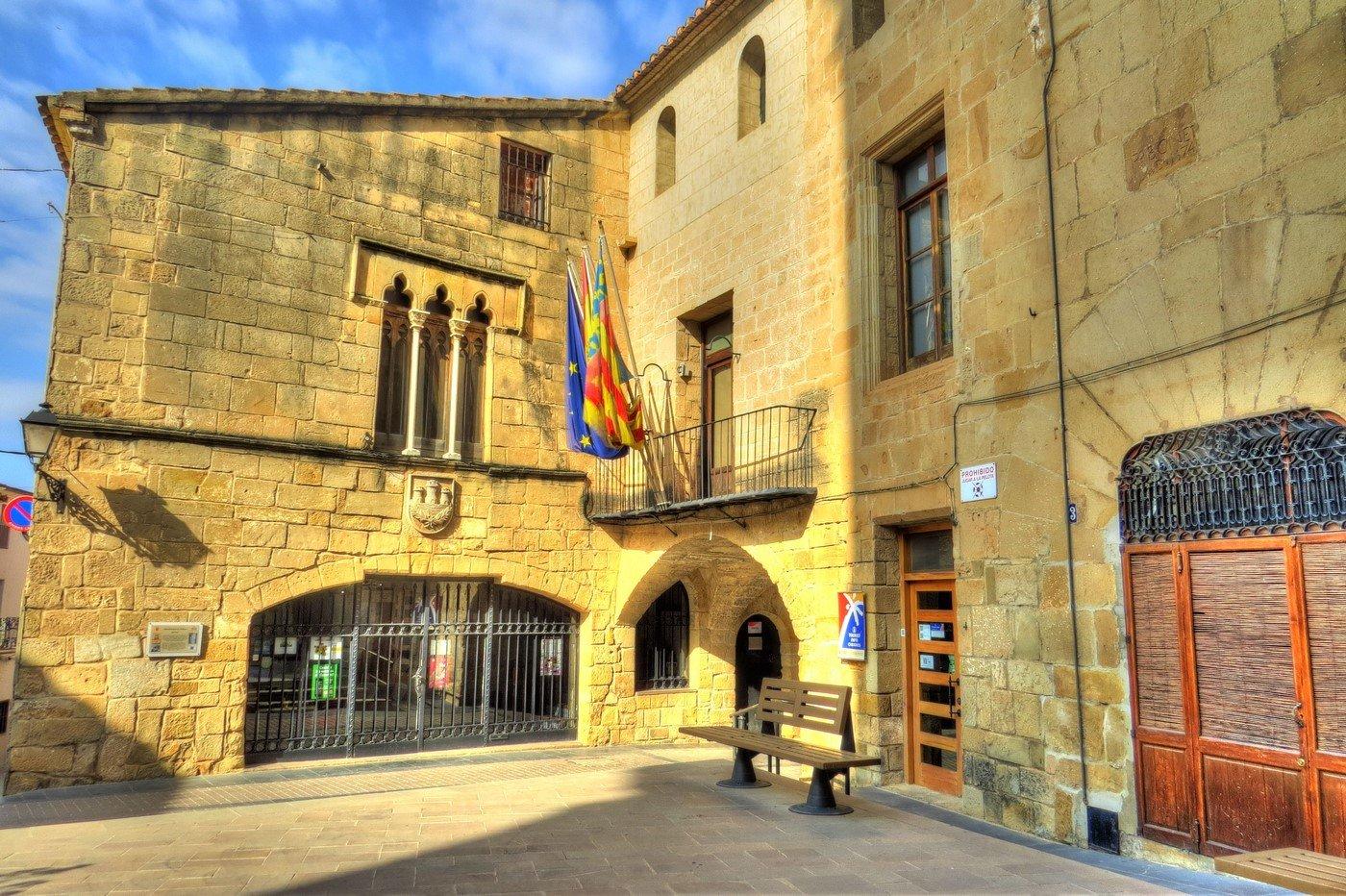 Ayuntamiento cabanes for Oficina turismo castellon