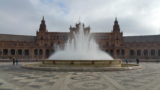 Fuente de la Plaza de Espana